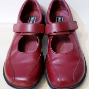 Women's 'Simple' Shoes Size 7.5 Cranberry Velcro